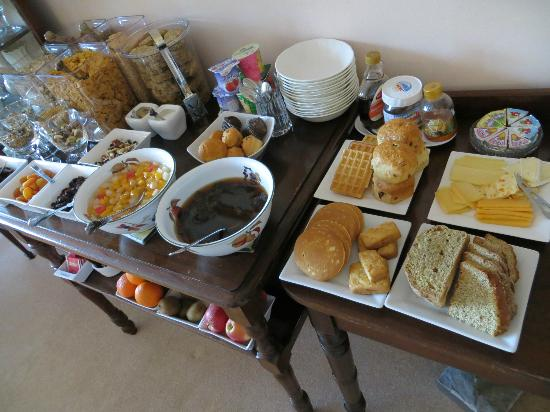 Tree Tops Bed and Breakfast: The exceptional breakfast spread