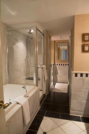 The Westin Dublin : College Suite Master Bath