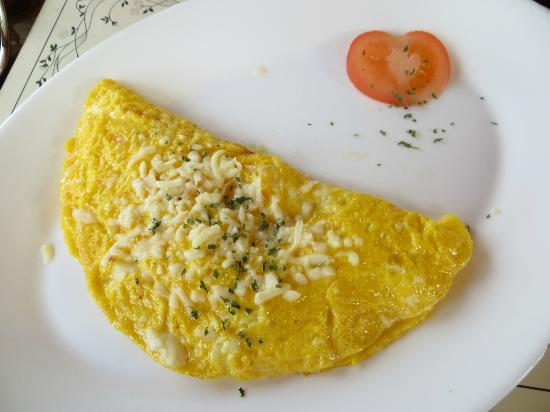 The Arches Country House: Cheese omelet for breakfast