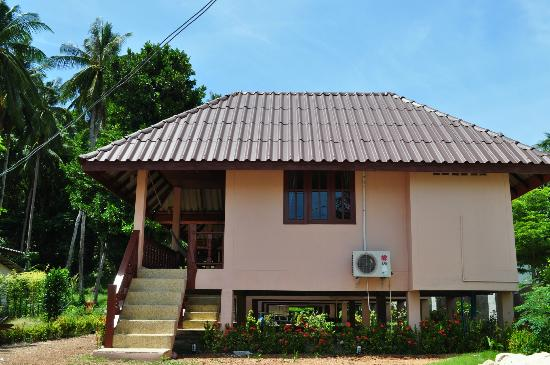 The Smile Hinkong Resort: outsite bungalow