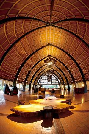 ฮอลิเดย์ อินน์ รีสอร์ท วานัวตู: Holiday Inn Resort Vanuatu Foyer