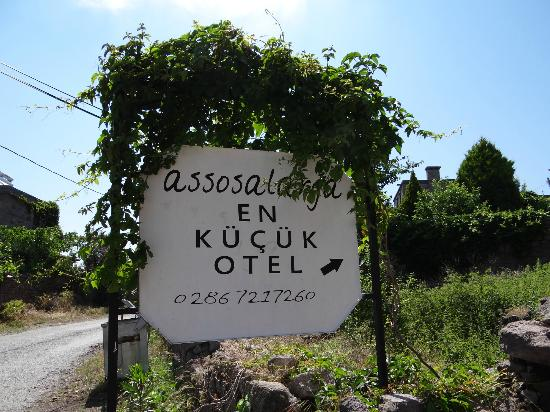 """Assos Alarga, Bed and Breakfast: Ece's sign to """"the smallest hotel"""""""