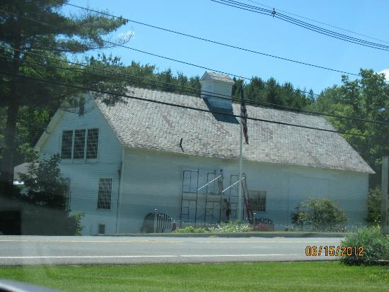 1896 House - Brookside & Pondside Motels: The 1896 Barn housing the '6 Pub with adjoining Luxury Suites