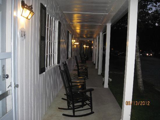1896 House - Brookside & Pondside Motels: Front Porch at Brookside