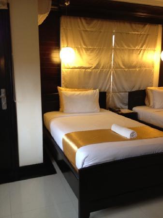 The Kool Hotel: Hotel Room
