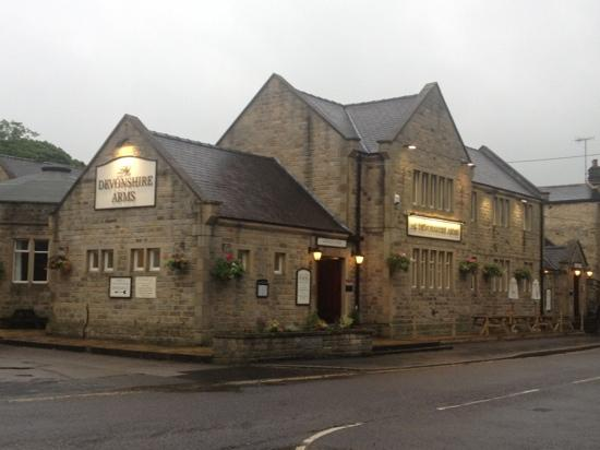 Baslow, UK: Front of hotel