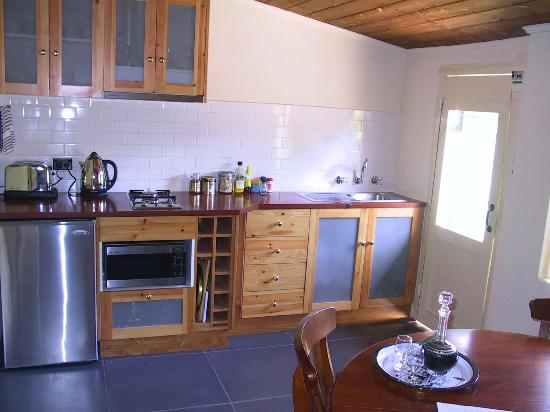 Goat Square Cottages: Kitchen with cooktop, m/wave, bar fridge and b/fast provisions