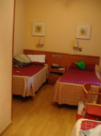 Hotel Plaza Mayor : View from single bed. other balcony window next to bed on rt. Wall on left next to bed is hall/d