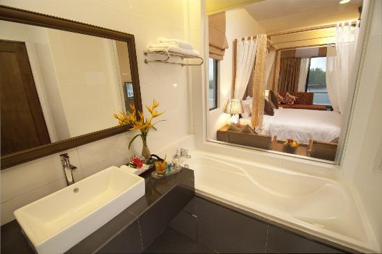 Tok Aman Bali Beach Resort: Bathroom