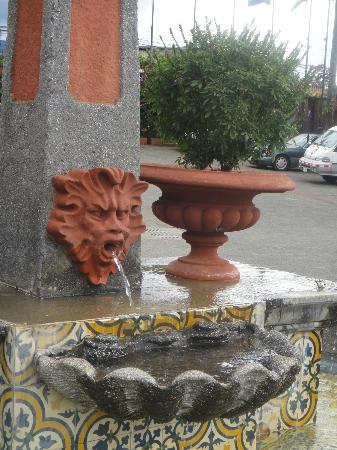 Casa Conde Hotel & Suites: Fountain