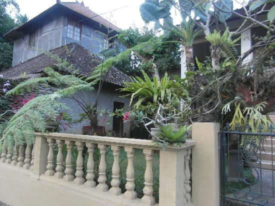 Pariliana, Maison et Table d'Hotes a Bali: le bungalow à gauche