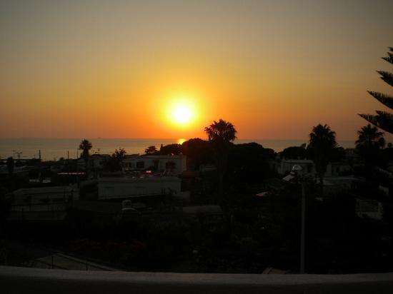 Iris Hotel : camera vista mare al tramonto