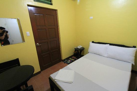 D-Zone Backpackers Inn: Standard Room
