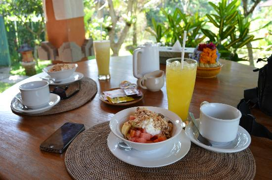 Kebun Indah: Breakfast