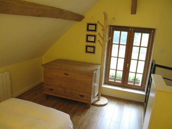 Chambre Jaune Premier Etage - Picture of Relais du Vert Bois ...