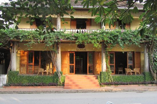 Sala Prabang: Front of house in the late afternoon sun