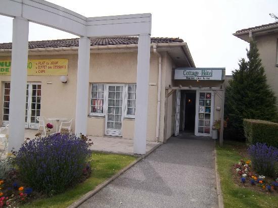 Cottage Hôtel: Front entrance