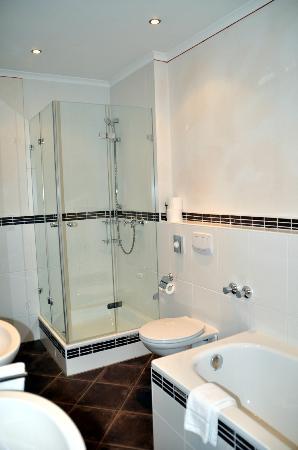 Arador Hotel: unser Badezimmer