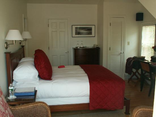 Inn at Sunrise Point: Our Luxurious Room !
