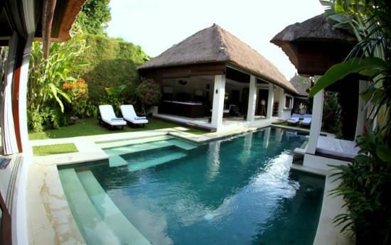 Andari Bali Villas: View of Suoni pool and living area from main bedroom