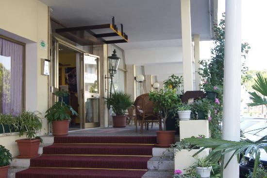 Hotel Oceanic: hotel exterior