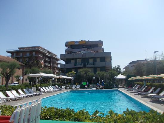 Hotel Residenza Giardino : vista dalla piscina