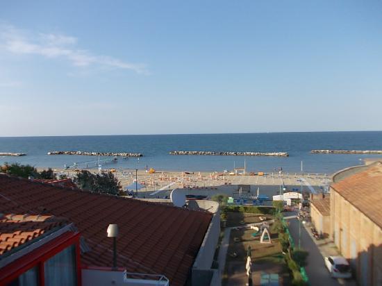 Hotel Residenza Giardino : balcone fronte mare bilocale 4f