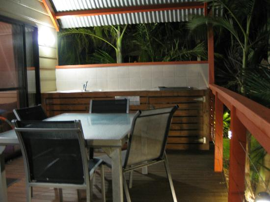Discovery Parks - Gerroa: Deck and barbecue
