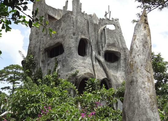 Binh Yen Hotel: Crazy House near the hotel