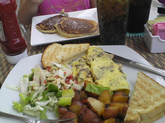 Britt's Island Grill: Breakfast at Britt's!