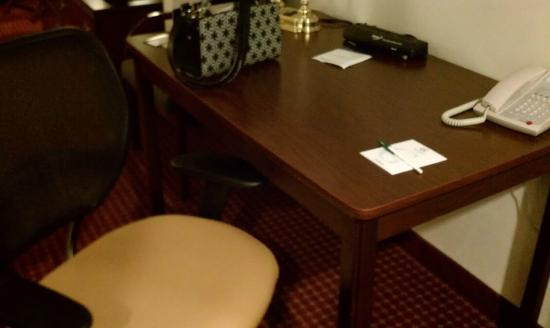 GrandStay Hotel & Suites Appleton-Fox River Mall: Desk