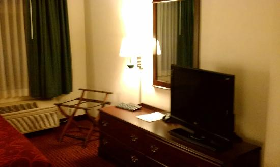 GrandStay Hotel & Suites Appleton-Fox River Mall: TV