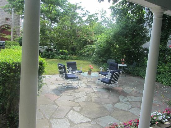 Barnacle Inn: patio
