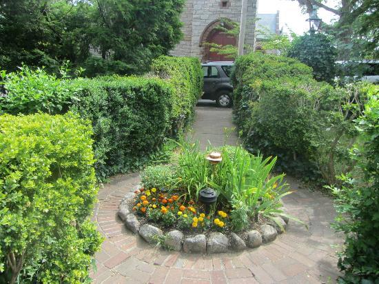 Barnacle Inn: walkway