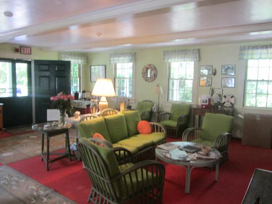 The Barnacle Inn : lounge