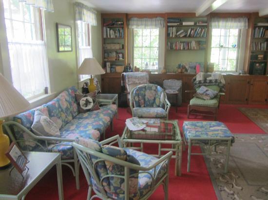 The Barnacle Inn: lounge
