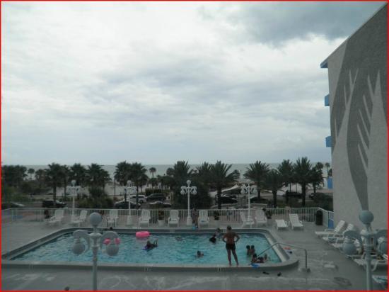 Beachview Hotel: View of Pool and Gulf