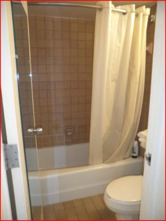 Beachview Hotel: Bathroom