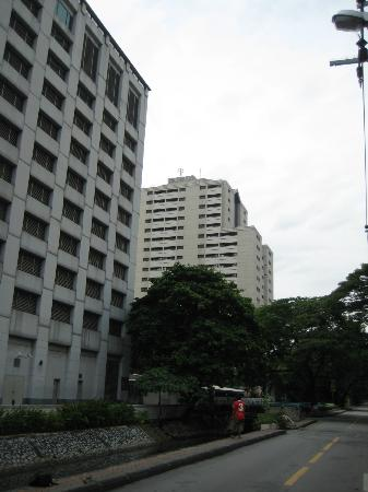 Bliston Suwan Park View: Hotel view from the street