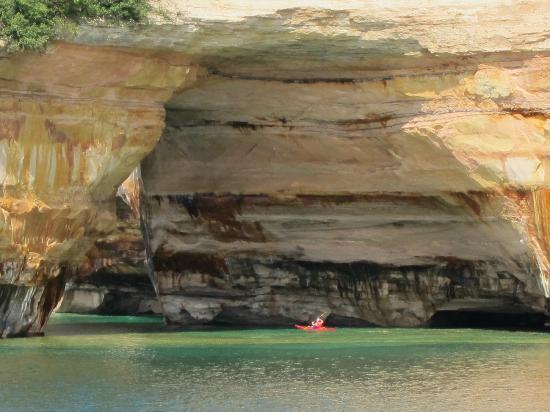 Pictured Rocks Cruises: Kayaker along the rocks