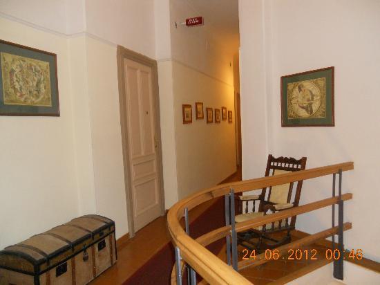 Hotel Rex: hallway