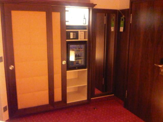 Hotel Petershof: ingresso e armadio