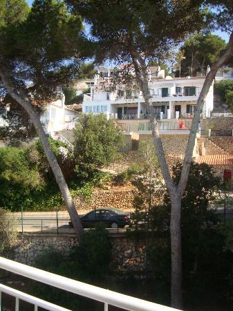 Hotel Cala Galdana & Villas d'Aljandar: View from room into hotel's gardens.