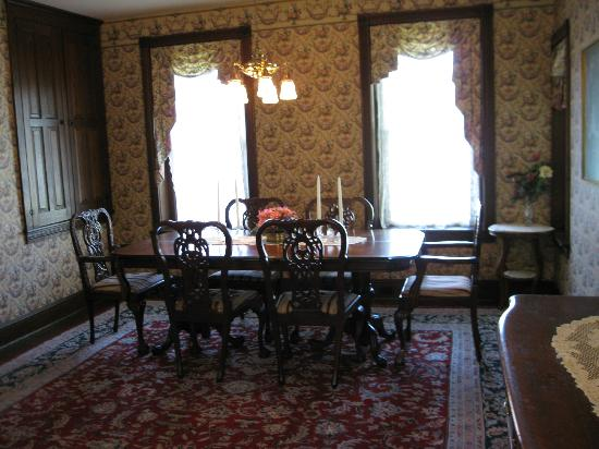 The Inn & Spa at Intercourse Village: Dining room.