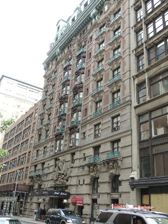 la fa ade picture of wolcott hotel new york city. Black Bedroom Furniture Sets. Home Design Ideas