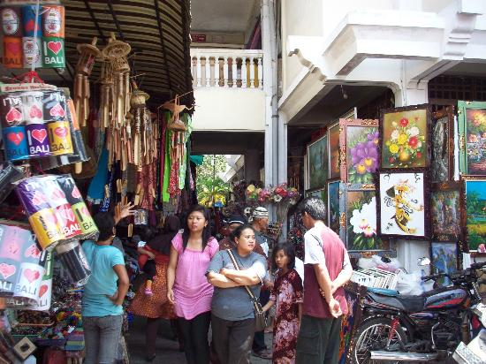 Gianyar, Indonesia: cheap paintings everywhere