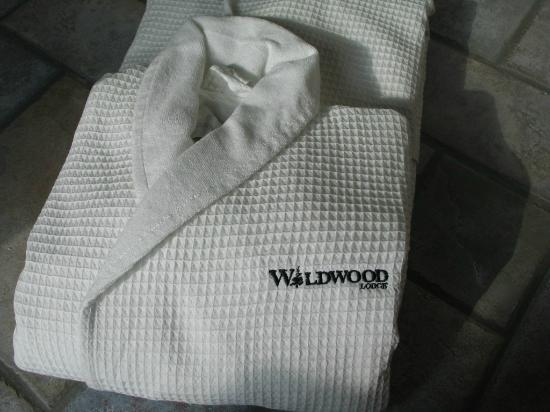 Wildwood Lodge: Bathrobes available in whirlpool suites