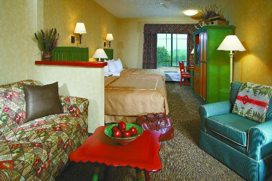 Wildwood Lodge: Two Queen beds and Sofa Bed