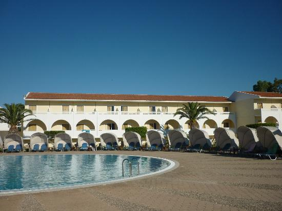 Cephalonia Palace Hotel: The pool area