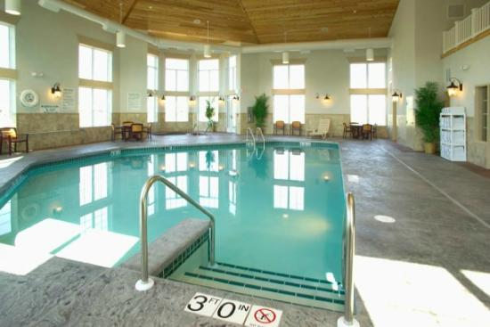 Wingate by Wyndham Appleton: Indoor Pool And Hot Tub